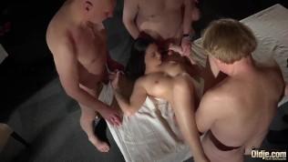 Gangbang Porno Videos